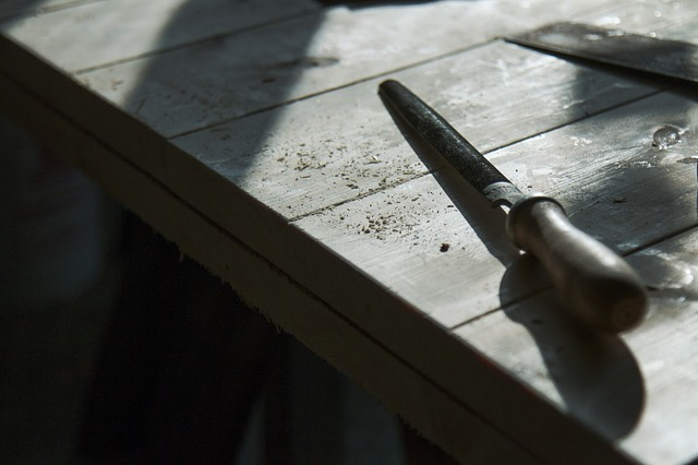 A close up of a knife